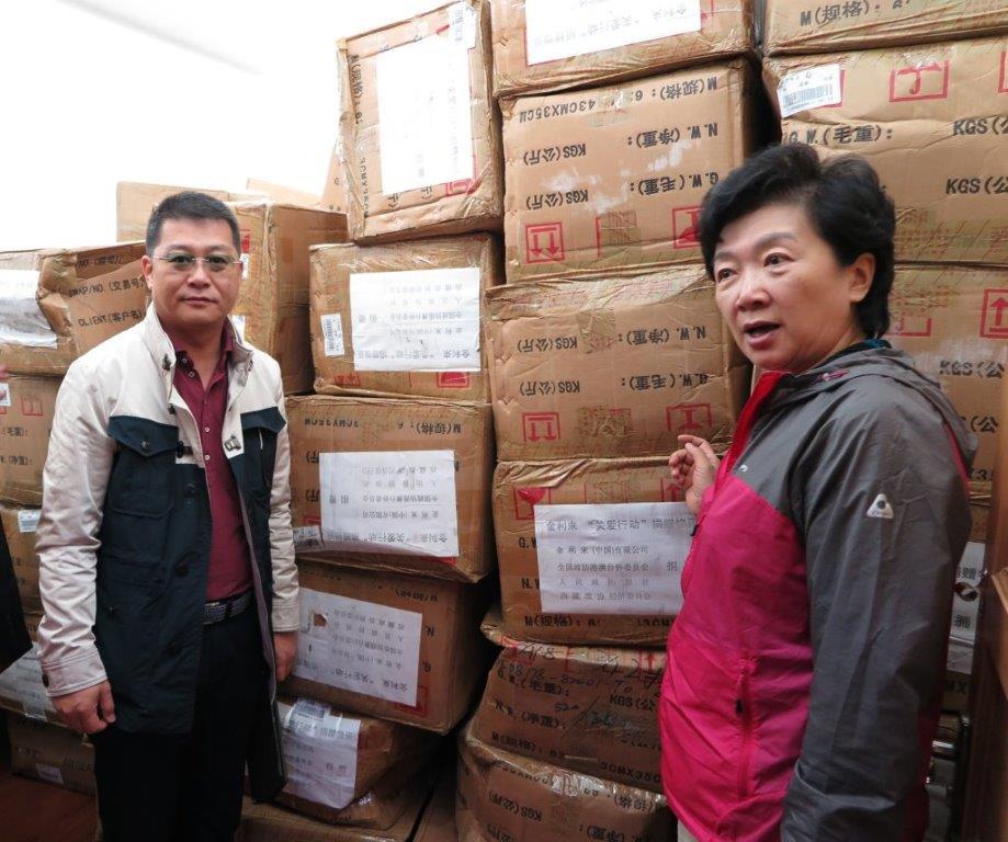 2015年7月,金利来向西藏拉萨市、昌都市、日喀则市、山南地域、那曲地域捐赠66287件寒衣